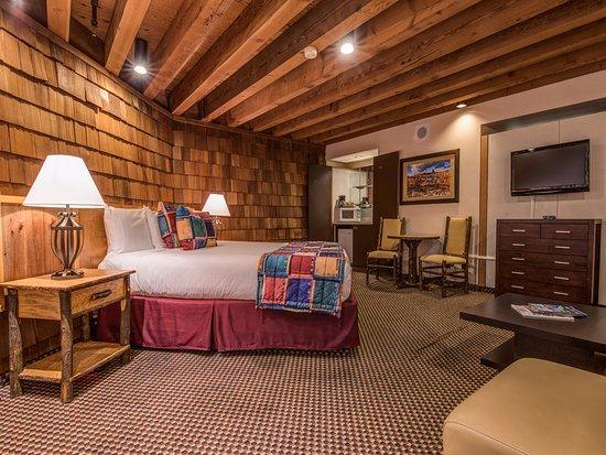 Lakeside Inn and Casino: King Parlor Room