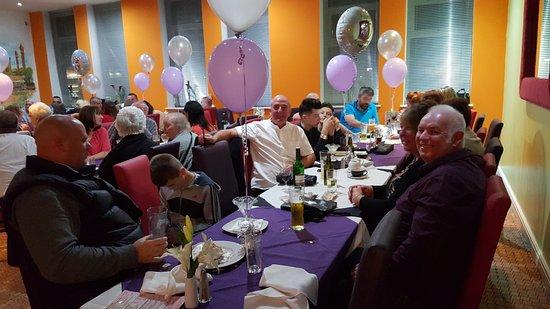 Walkden, UK: Lovely customers enjoying themselves