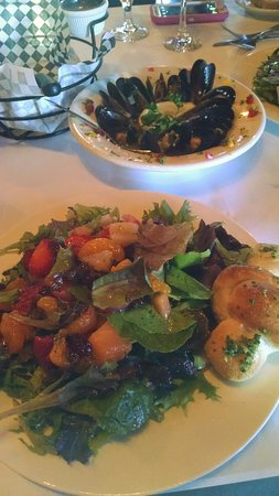 Florence, AZ: Dominick salad and Mussels Valentino