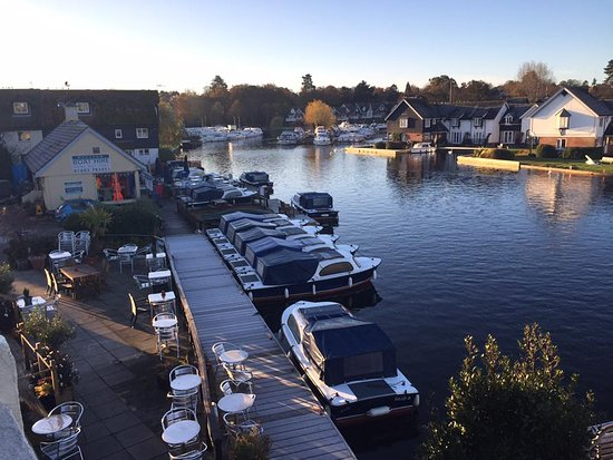 Wroxham, UK: Outside Seating and boat hire