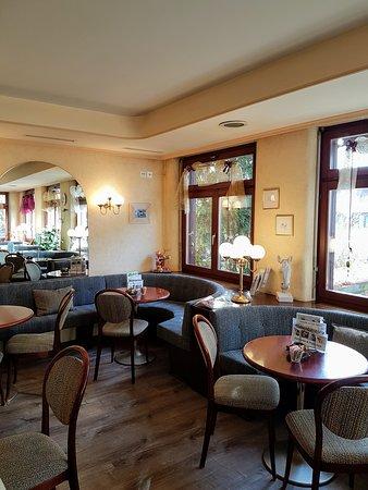 Brugg, Suiza: Cafe-Confiserie Papillon