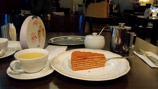 Academiya: Медовик и чай были вкусные