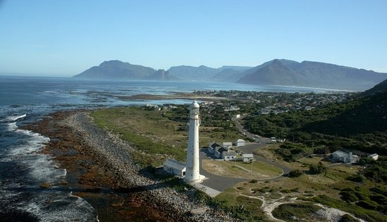 Kommetjie, South Africa: Slangkop Lighthouse where my father was the light house keeper. A must to vist during your stay.