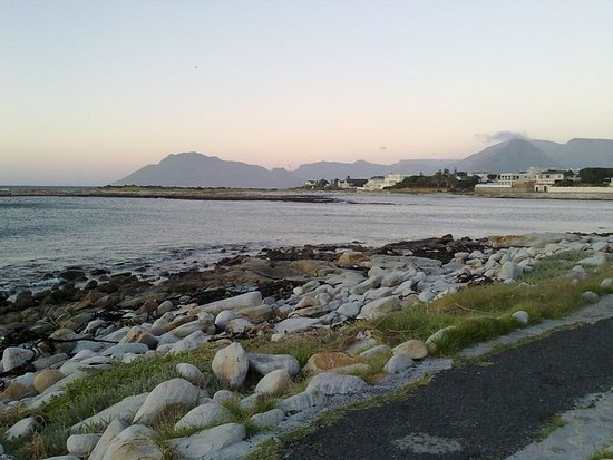 Kommetjie, South Africa: Take a strole along the catwalk, while watching the surfers and our beautiful sunsets