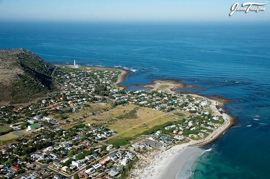 A birds eye view over Kommetjie. Mountains,open spaces and long white beaches.