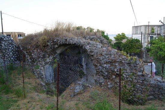 Benitses, Grecia: Ruins