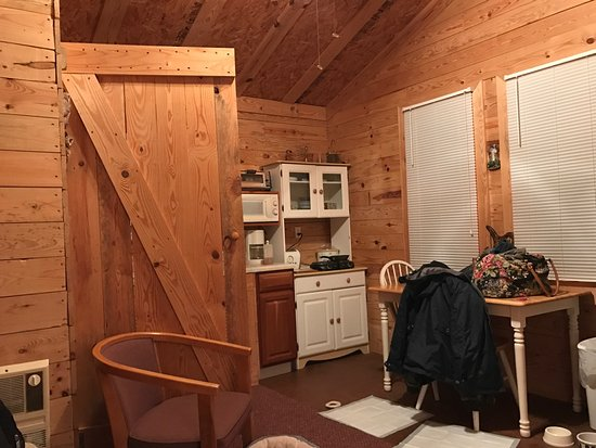 Moneta, VA: Inside one of their cabins that are available for overnight stays.