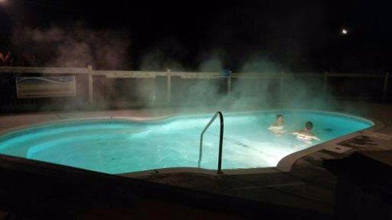 كومفورت إن آند سويتس مونت تريمبلانت: Outdoor heated pool/spa