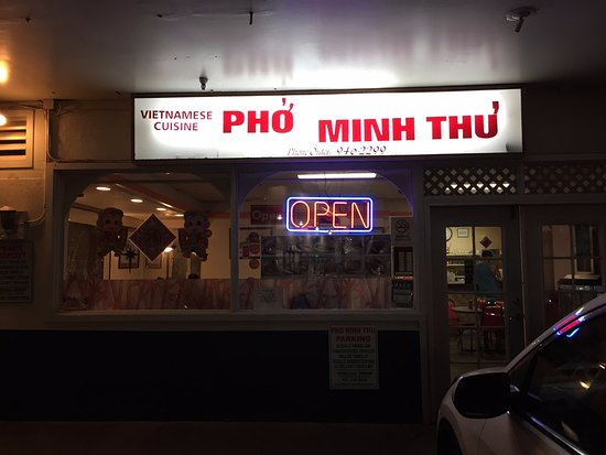 pho minh thu the restaurant is located in the parking area next to laundromat