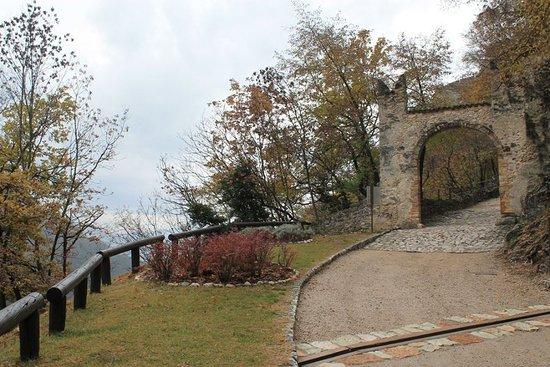 Besenello, Italië: La prima porta