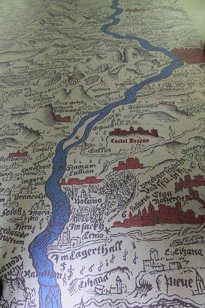 """Besenello, İtalya: Riproduzione della """"principesca contea del Tirolo"""" sul pavimento del granaio"""