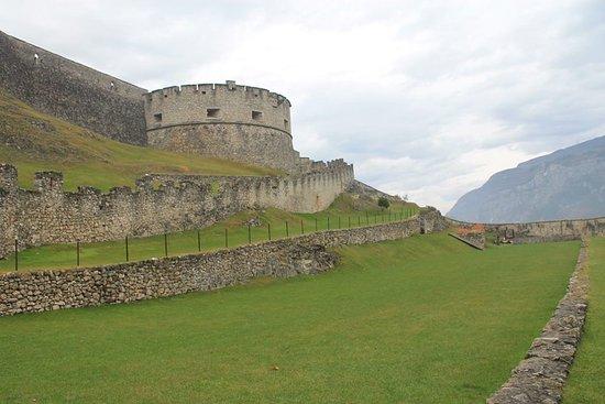 Besenello, Italië: Campo dei tornei e bastione nord