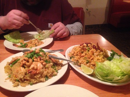 Worland, WY: Never had Thai food  waitress suggested Nam Khao  shrimp pineapple fried rice super good we also