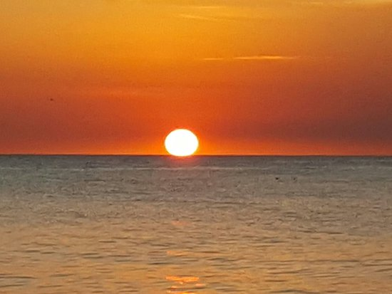 beach sunset picture of sunset beach inn sanibel island tripadvisor