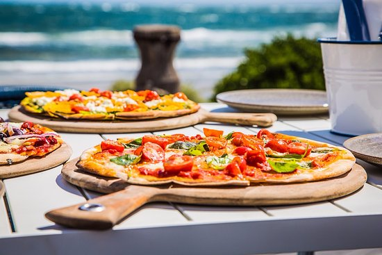 Williamstown, Australia: Wood fire pizza just meters from the beach