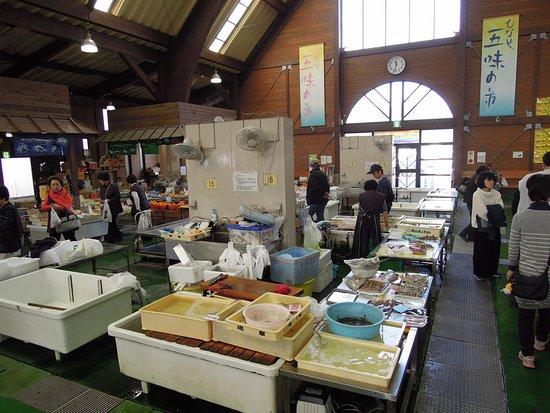Hinase Fishermens's Market : 市場のような室内