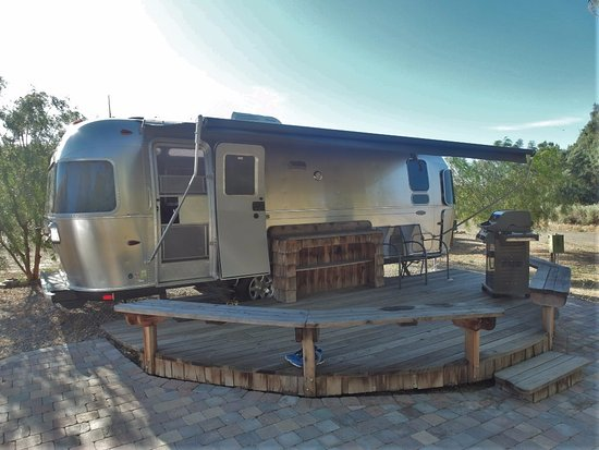 Firebaugh, Kaliforniya: 2bearbear glamping @ Mercey Hot Springs