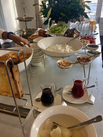 More Quarters: Breakfast spread