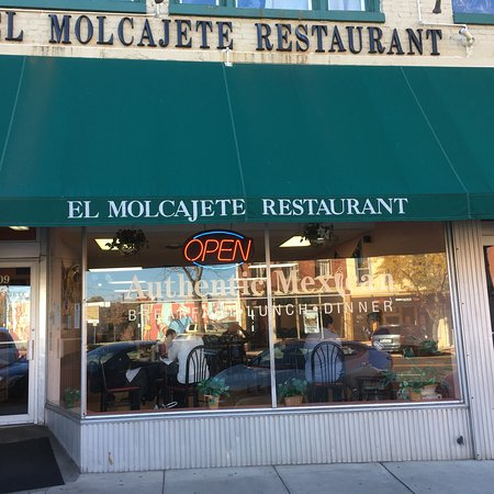 Belvidere, IL: El Molcajete