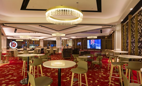Chandelier Bar: Casino Canberra\'s extravagant jewel bar - Picture ...