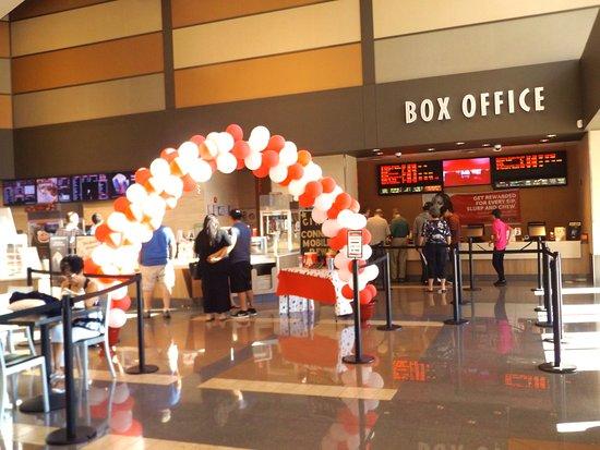 La Quinta, CA: Lobby and box office