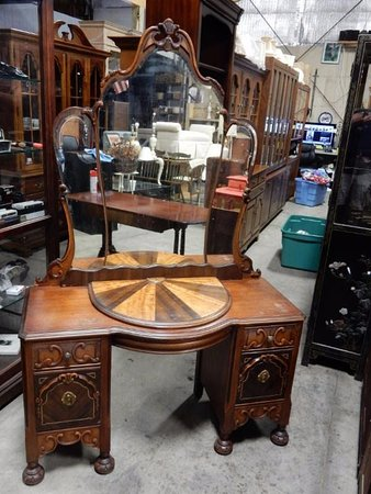 Bethlehem, CT: Victorian Make-Up Table