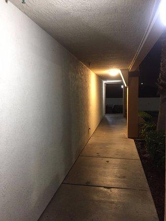 San Ysidro, CA: pasillo para ingresar a la habitación