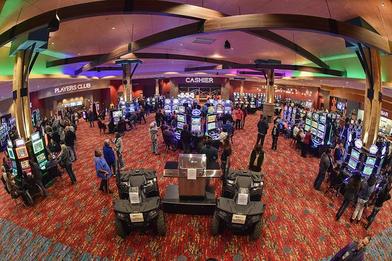Lander, WY : Our spacious casino floor features over 400 of your favorite slot machines.