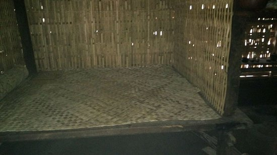 Pantai Lovina, Indonesia: traditional house and traditional bad