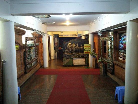 Parklane Hotel Restaurant: inside the Hotel