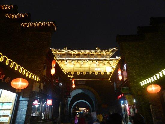 Yangzhou, China: 東関街の東端