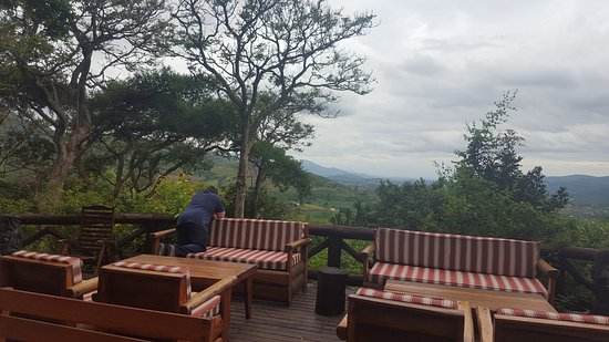 Piggs Peak, Swaziland: Deck by swimming pool overlooking the valley