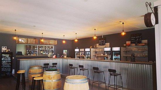 Sene, Франция: Bar à vins et bières