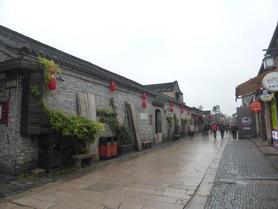 Yangzhou, China: 昼間の東関街