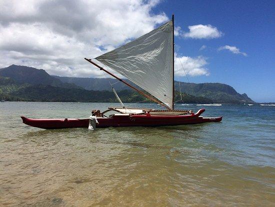 Island Sails Kaua'i: Trevor getting the Red Canoe ready to sail