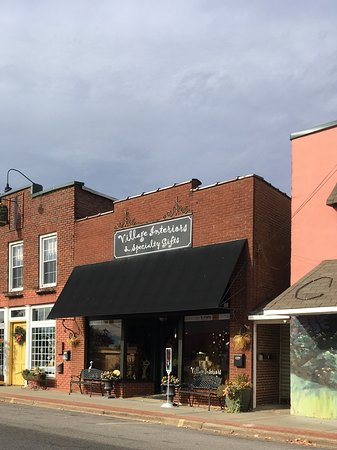 Rogersville, AL: Village Interiors & Specialty Gifts