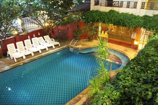 Chiang Mai Thai House: Piscina privada del hotel. Solo para guests