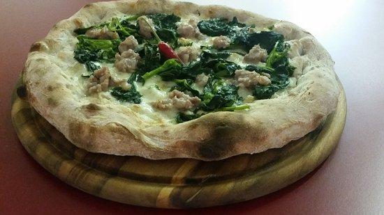 Sommacampagna, Italy: salsiccia e friarielli....integrale