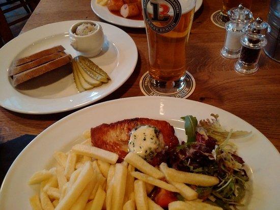 brauhaus lemke 10 e currywurst 14 euron kalkkuna ja 5 euron laardi pilsit