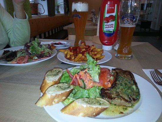 Spiegelau, Deutschland: Angusrindersteak für 2 Personen mit Pommes und Weißbier