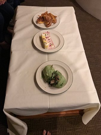 Enchantment Resort: Room service.. food was good