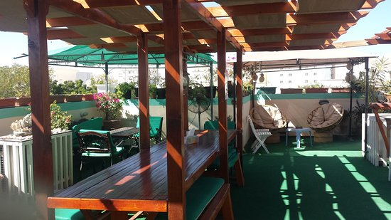 Nomad Guest House: Roof terrace....great place to chill :)