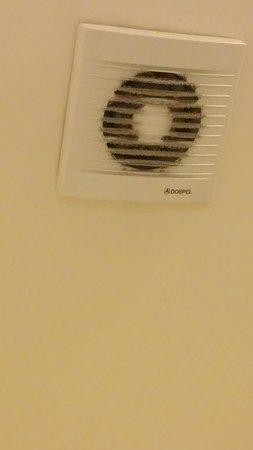 Residence Bologna: Ventilator in bathroom