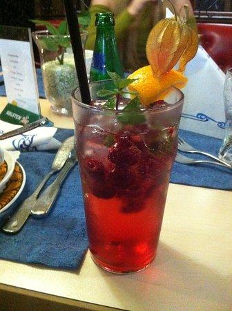 Hotel Atlantis: Hjemmelavet lemonade med hindbær og mynte