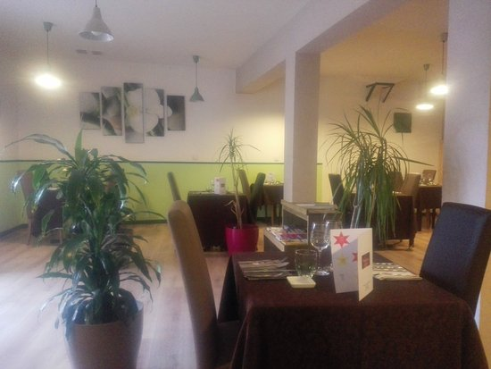Canet, France: The delightful interior, warm and friendly