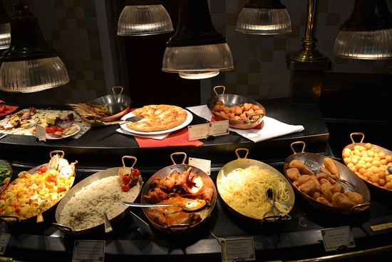 Buffet Plats Picture Of Inventions Disneyland Paris