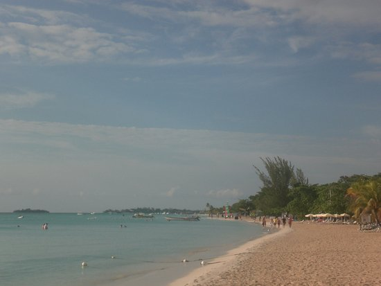 White Sands Negril: view of 7 mile beach on the property
