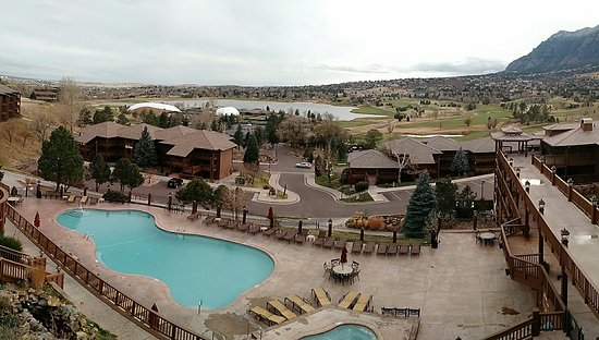 Cheyenne Mountain Resort: View of resort from the main facilities, you can see the pool, other lodges, golf course.