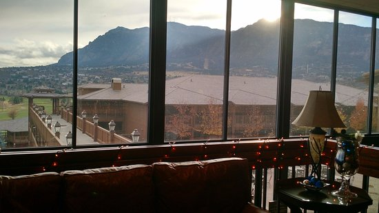 Cheyenne Mountain Resort: View from the lower lounge...great view!