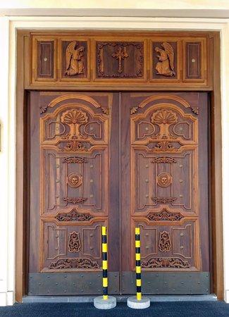 Las Pinas, Philippines: The main door of the Santuario de San Ezekiel Moreno